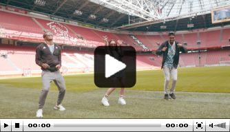 Video: Neres en Danilo wensen Antony welkom in Amsterdam