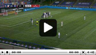Video: onbegrijpelijke blunder van Stam's keeper Edwards