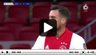 Video: Ajax bij rust op achterstand door ongelukkige eigen goal