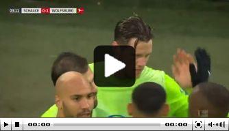 Video: Weghorst zet Wolfsburg met knappe kopbal op voorsprong