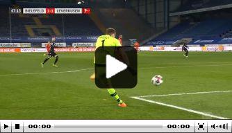 Video: Bayer-doelman tekent voor blunder van de week