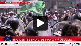 Video: Chaos breekt uit rond plek van opgebaarde Maradona