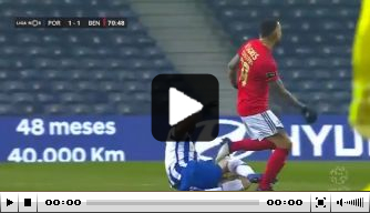 Video: VAR grijpt broodnodig in na keiharde tackle in Portugal