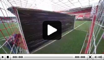 Ludieke actie: FC Emmen-fans plakken doel dicht