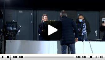 Video: Wormuth zegt sorry met bloemetje voor Hélène Hendriks