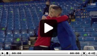 Video: Ziyech en Van de Beek wisselen shirt uit