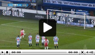 Video: Tadic jaagt penalty in de kruising en helpt Ajax in zadel