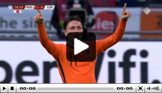 Steven Berghuis toont handelsmerk en zet Oranje op 1-0