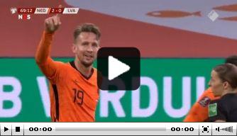 Luuk de Jong kopt Oranje op een 2-0 voorsprong