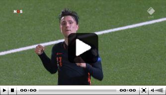 Video: Berghuis breekt de ban voor zoekend Oranje