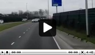 Mooi: fans zwaaien Cambuur-bus uit richting Den Bosch