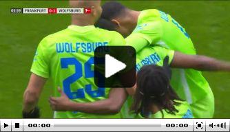 Video: Weghorst bereidt prachtgoal Wolfsburg voor