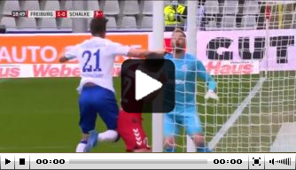 Video: Huntelaar brengt Schalke in problemen met overtreding