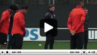 PSV houdt op training minuut stilte voor Willy van der Kuijlen