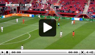 Video: Weghorst knalt raak en maakt zijn eerste voor Oranje
