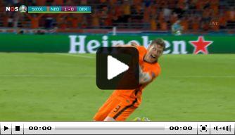 Video: Weghorst verdubbelt score en schiet Oranje op rozen