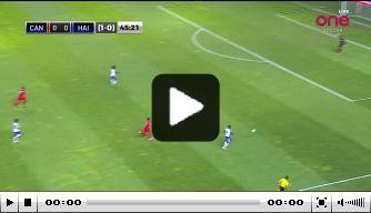 Video: doelman Haïti maakt bizarre eigen goal tegen Canada