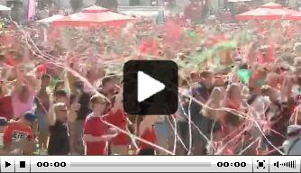 Video: Fanplein gaat he-le-maal los na goal van Hongarije
