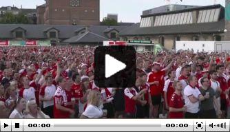 Prachtig: Deense supporters uit hun dak na bereiken halve finale