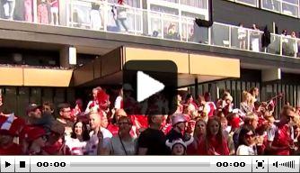 Video: wat een heldenontvangst voor de Deense ploeg!