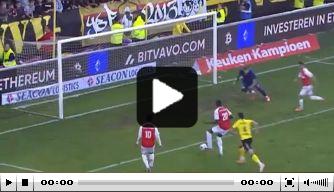 Video: MVV-aanvaller vuurt op de lat voor leeg doel in derby