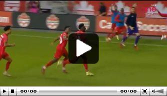 Video: Alphonso Davies ongekend op de brommer en rondt fraai af