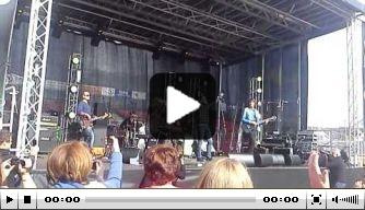 Video: Di Canio zingt mee met band op festival