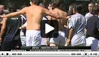 Video: spelers Banfield en Estudiantes op de vuist