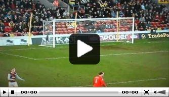 Video: klungelig eigen doelpunt in Engeland