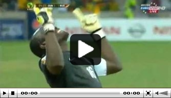 Video v/d dag: Doelman Zambia benut strafschop