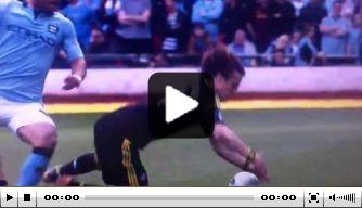 Video: Agüero maakt idiote overtreding op Luiz