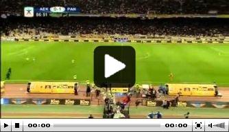 Video: AEK-fans bestormen veld na eigen doelpunt