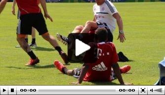 Video: Ribéry vloert fysiotherapeut op trainingsveld