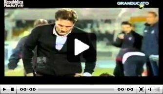 Video: vlagger geeft Livorno-coach bodycheck