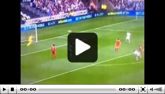 Video: Routledge scoort met fantastische vliegende volley