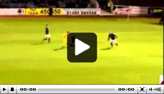 Video: talent (18) van St. Mirren maakt werelddoelpunt