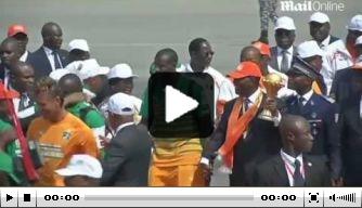 Video: mensenmassa juicht spelers Ivoorkust toe