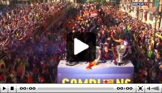 Video v/d dag: FC Barcelona viert feest in open bus