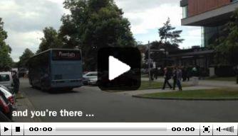 Video: de bizarre busreis van Jong Engeland